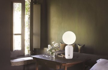 Aballs-M-PE-Table-Lamp-White-Insitu.png.3600x900_q85_upscale