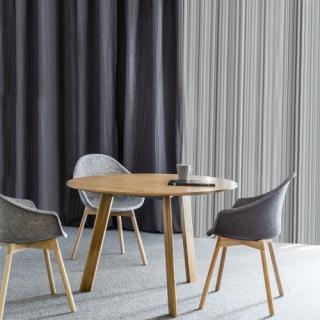 SIMPLIC_stół-z-drewnianymi-nogami_big-