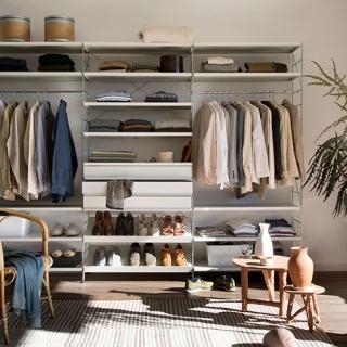 03_TRIA_shelving_system_dressing_room_01